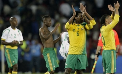 South Africa's disappointed players applaud the supporters