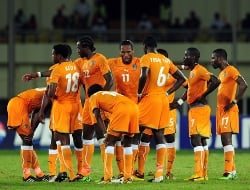 Cote d'Ivoire's players planning together.